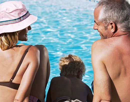 Stock Photo: 1828R-51634 Family by Swimming Pool