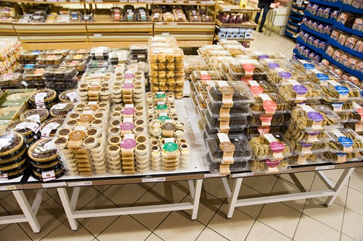 Stock Photo: 1828R-59207 Packaged Desserts in Supermarket, Waterloo, Ontario, Canada