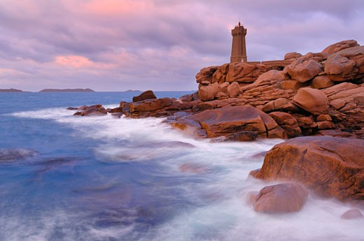 Stock Photo: 1828R-60642 Mean-Ruz Lighthouse, Ploumanach, Cote De Granit Rose, Cotes-d'Armor, Brittany, France