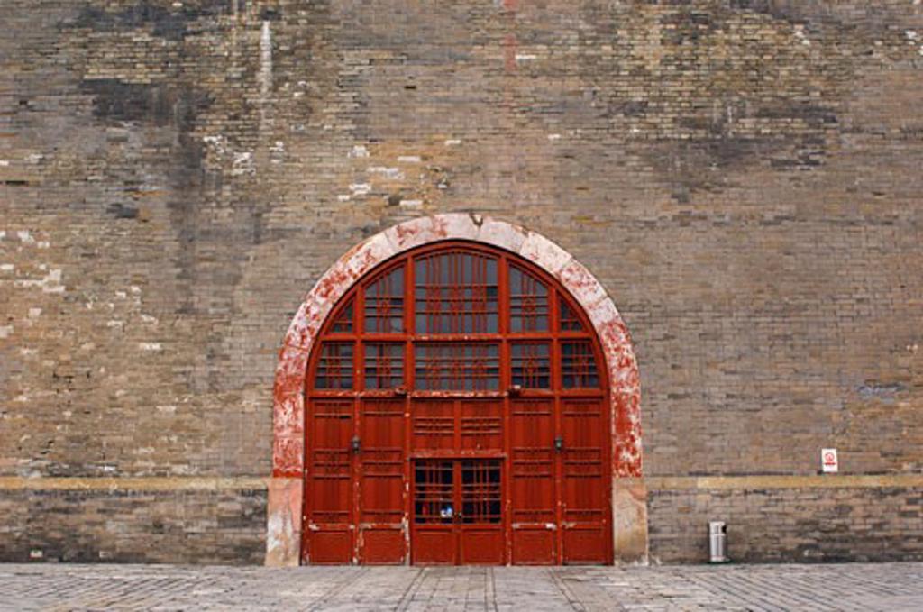 Door to Old Temple, Beijing, China    : Stock Photo