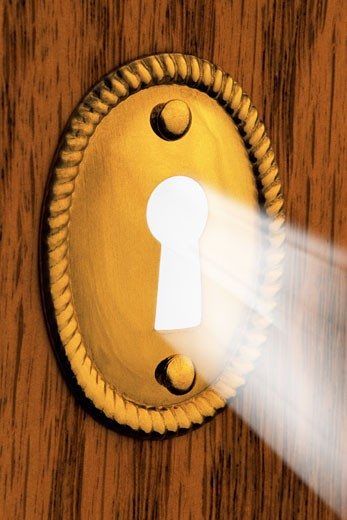 Stock Photo: 1828R-6103 Beam of Light Passing through Keyhole