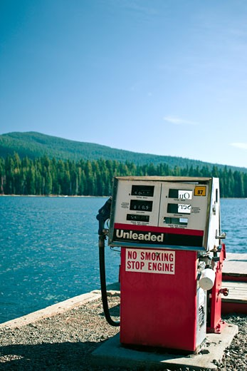 Gas Pump, Lake of the woods, Dead Indian Memorial Rd, Ashland, Oregon, USA    : Stock Photo