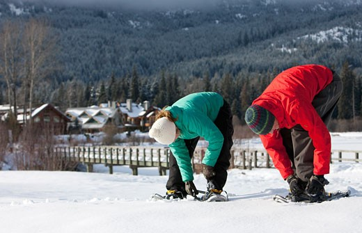 Stock Photo: 1828R-62780 Couple Snowshoeing in Whistler, British Columbia, Canada