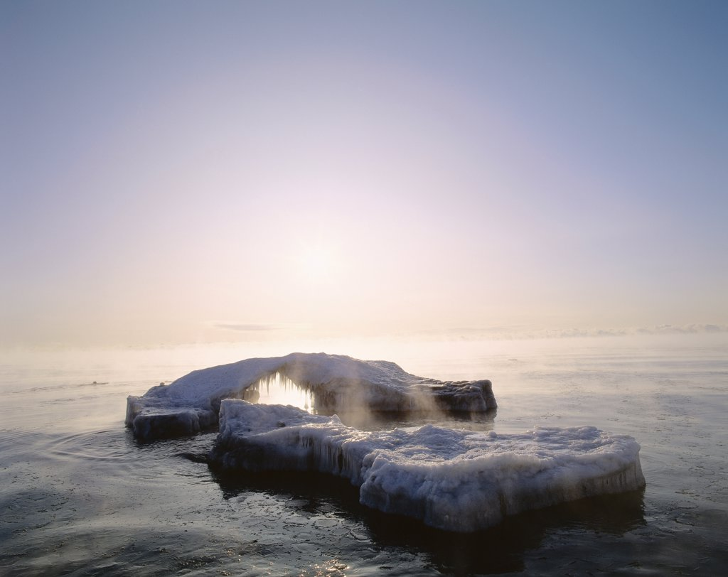 Stock Photo: 1828R-8113 Lake Ontario in Winter, Lynde Shores Conservation Area, Ontario, Canada