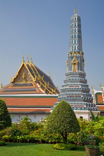 Royal Chapel and Prang, Phra Prang Paed Ong, Wat Phra Kaew, Grand Palace, Bangkok, Thailand : Stock Photo
