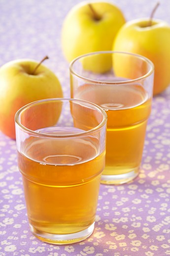 Stock Photo: 1828R-85058 Apples and Apple Juice