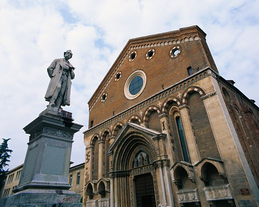 Statue and Building, San Lorenzo, Vicenza, Veneto, Italy    : Stock Photo