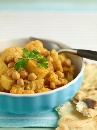 Stock Photo: 1828R-86244 Chickpea Curry with Naan