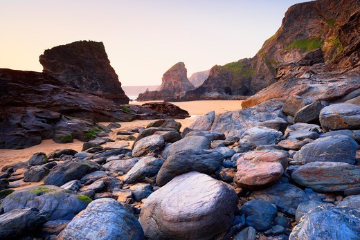Boulders and Sea Stacks at Low Tide, Bedruthan Steps, Cornwall, England : Stock Photo