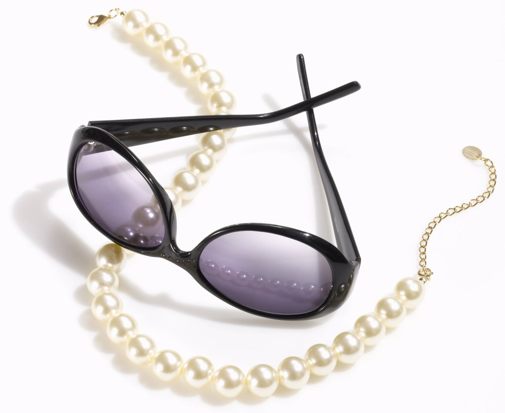 Stock Photo: 1838-12378 Sunglasses and Pearls