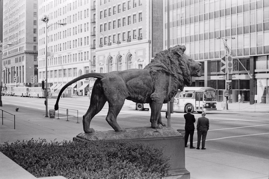 Stock Photo: 1838-13114 Lion Statue and Street Scene, Chicago, Illinois, USA