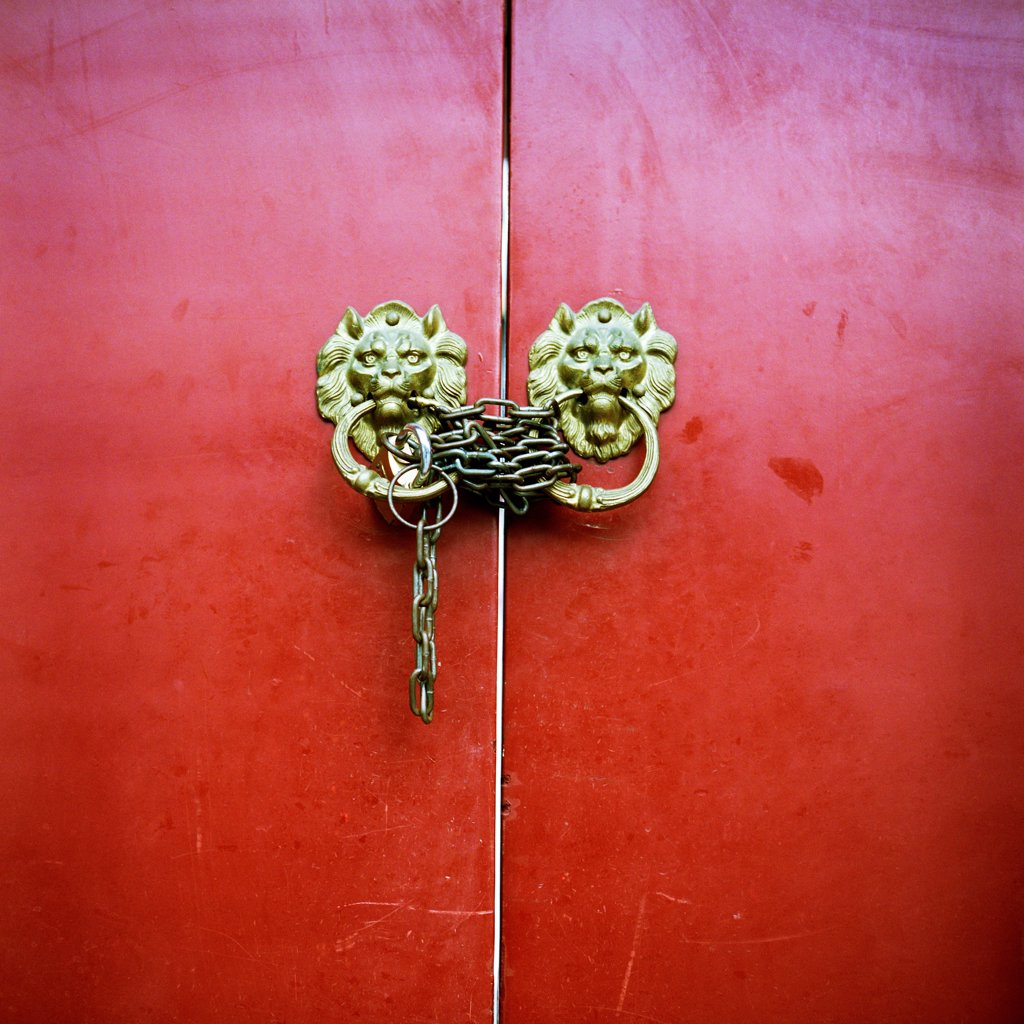 Stock Photo: 1838-13703 Red Chinese Door With Chains