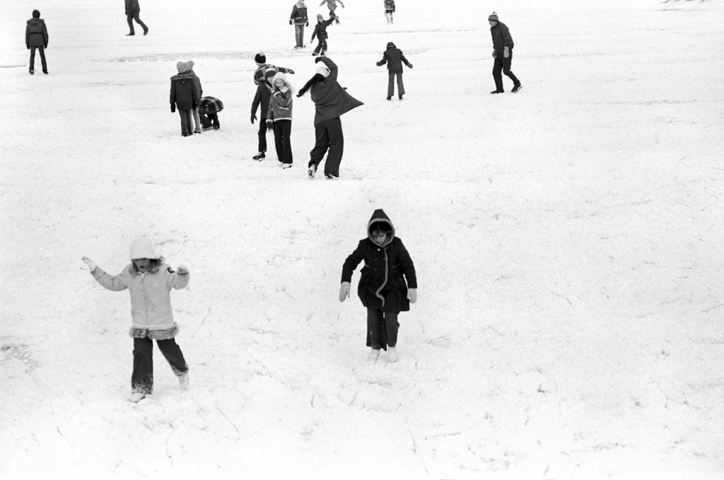 Stock Photo: 1838-13760 Children Playing in Snow