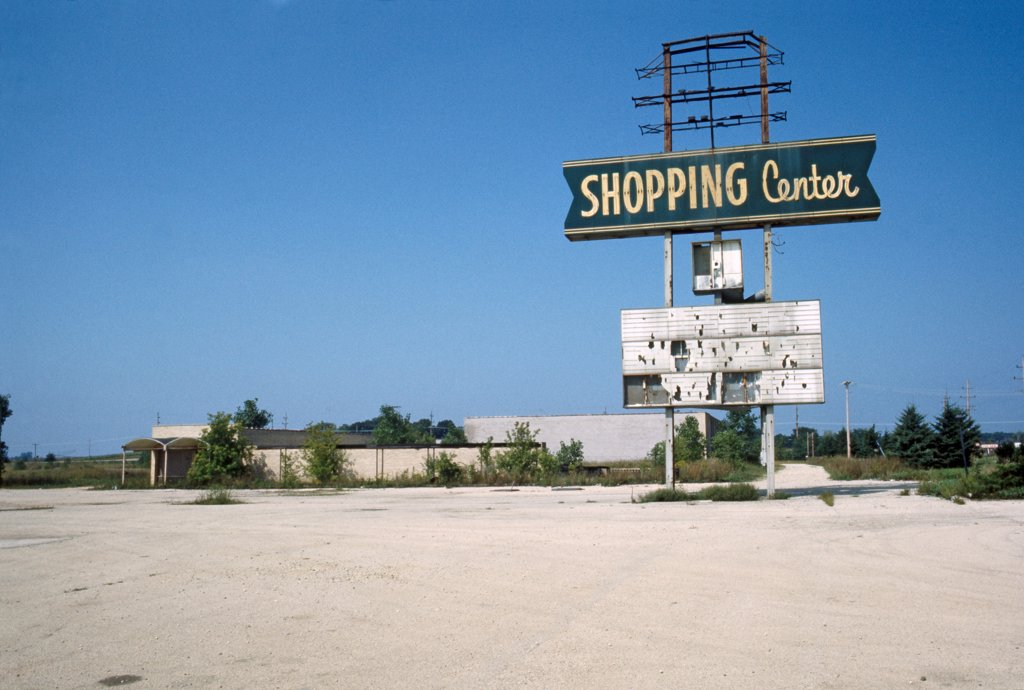 Abandoned Shopping Center, Illinois, USA : Stock Photo