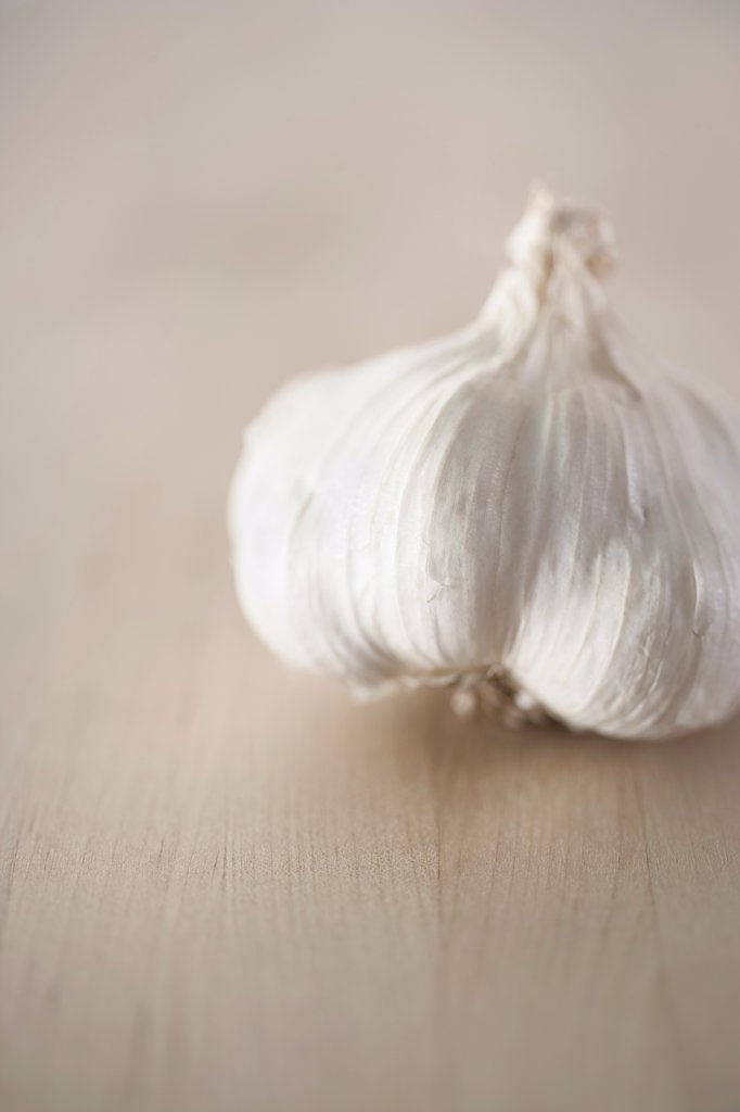 Stock Photo: 1838-14128 Garlic on Wood Table, Close Up