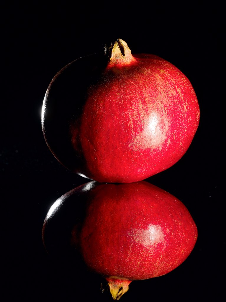 Stock Photo: 1838-14227 Pomegranate With Reflection on Black Background