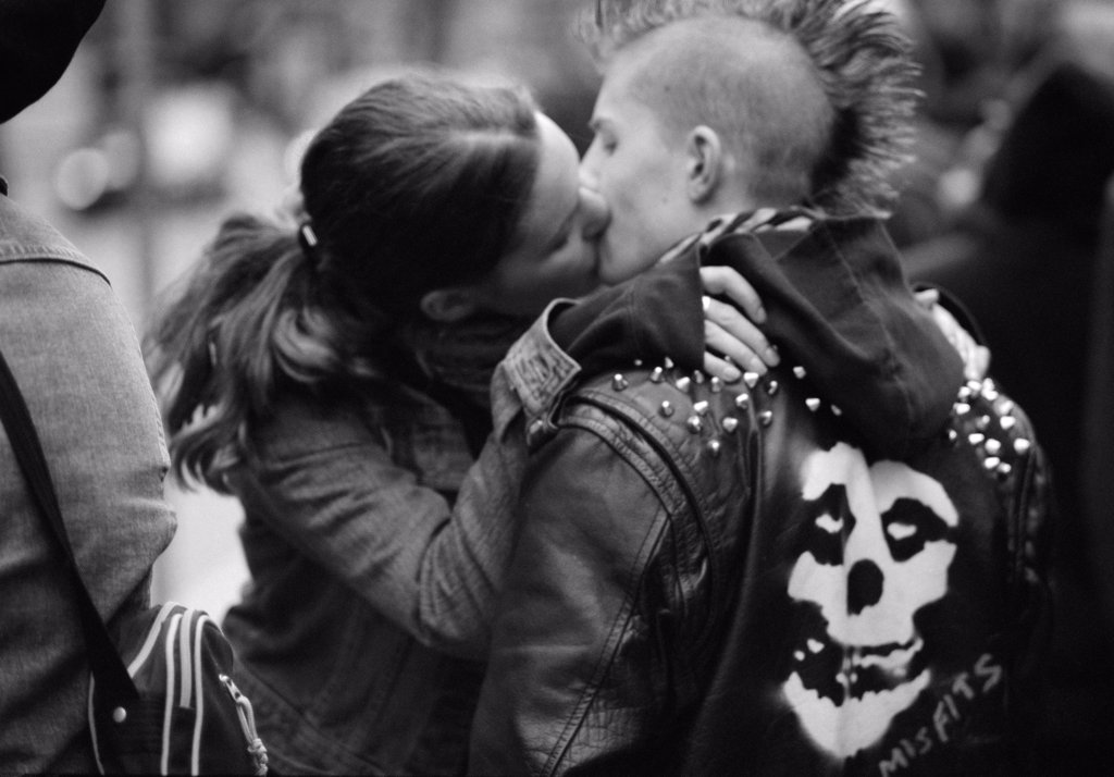 Stock Photo: 1838-8768 Punk Rock Couple Kissing