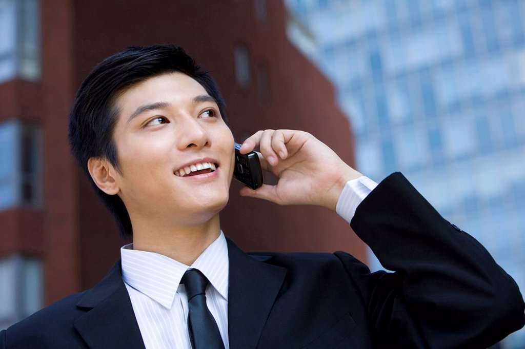 Young businessman using cellphone : Stock Photo