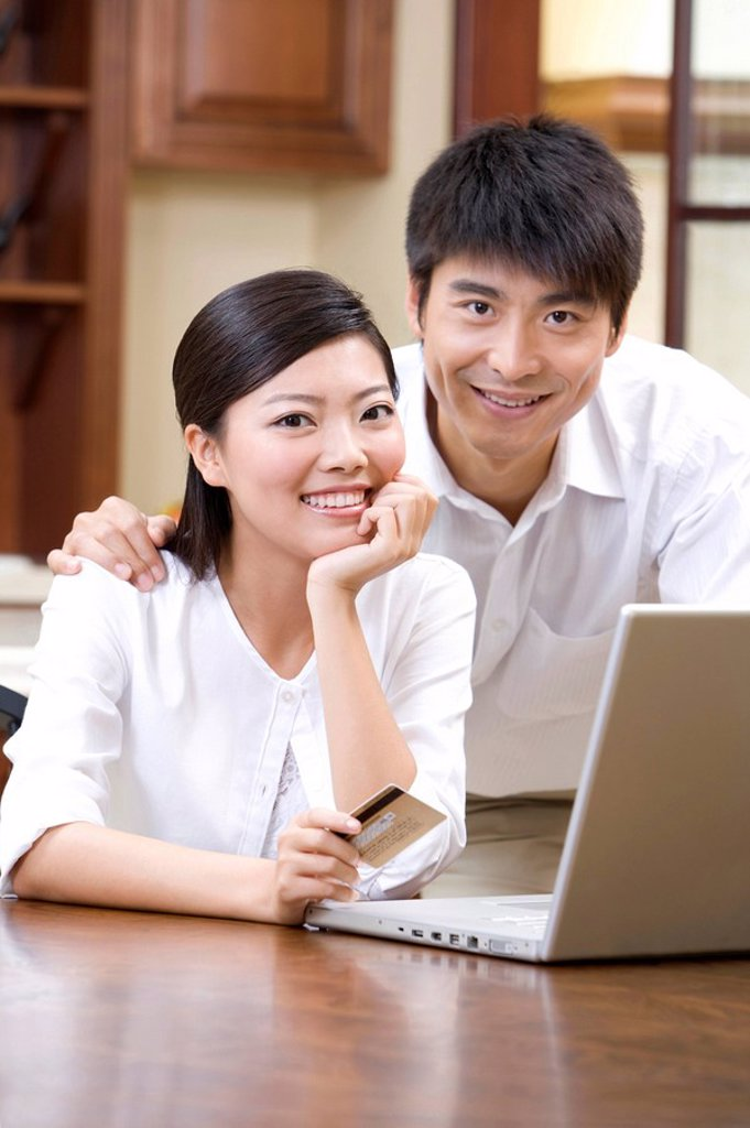Young couple shopping online : Stock Photo