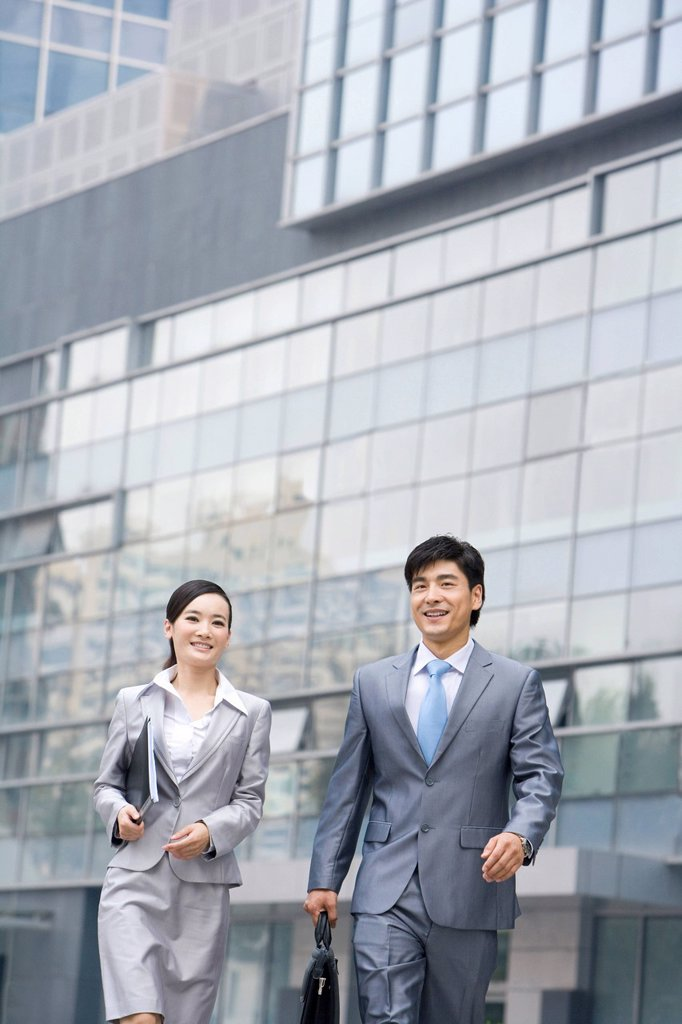 Businessmen on the move : Stock Photo