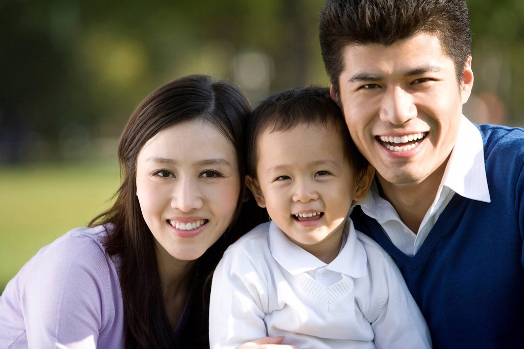 Stock Photo: 1839R-14286 Portrait of young family at the park