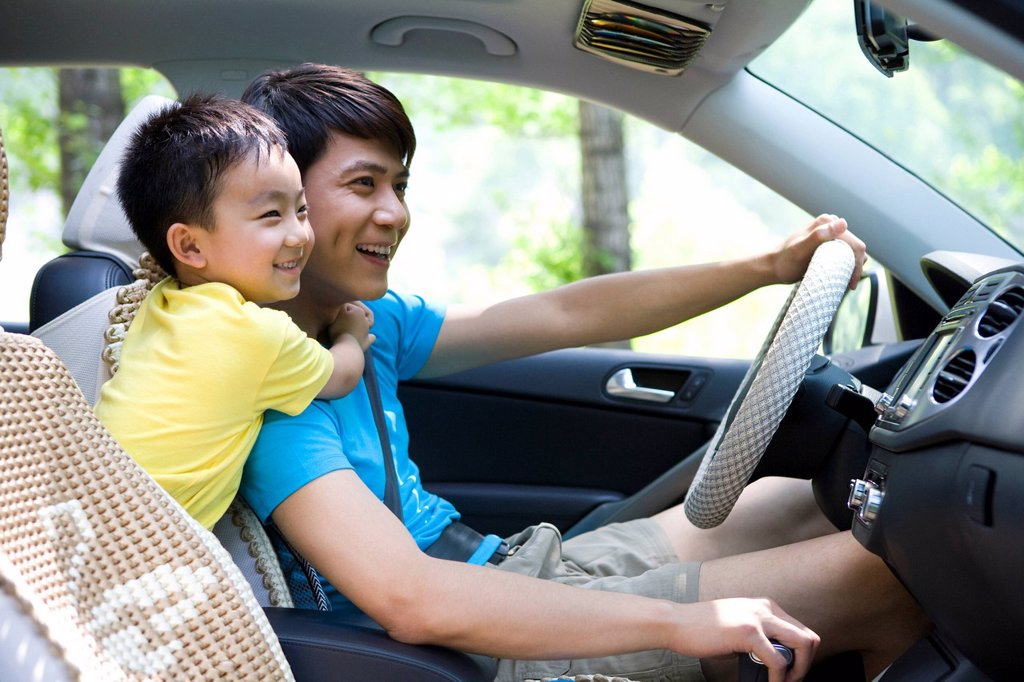 Family on a road trip : Stock Photo