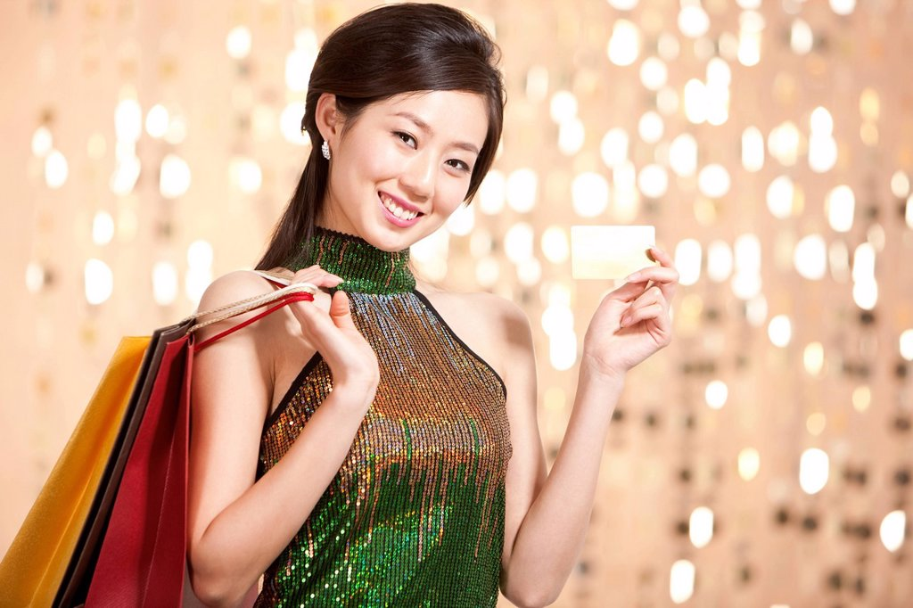 Stylish young woman going shopping with crdit card : Stock Photo