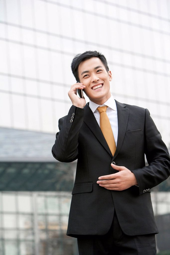Stock Photo: 1839R-27351 Businessmen talking on cellphone