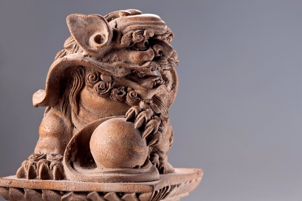 Stock Photo: 1839R-27493 Traditional Chinese lion statue