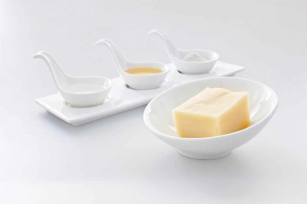 Stock Photo: 1839R-29949 Spoons and cheese