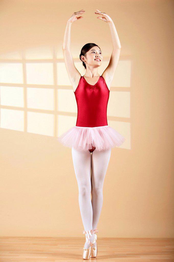 Woman Ballet Dancing En Pointe : Stock Photo