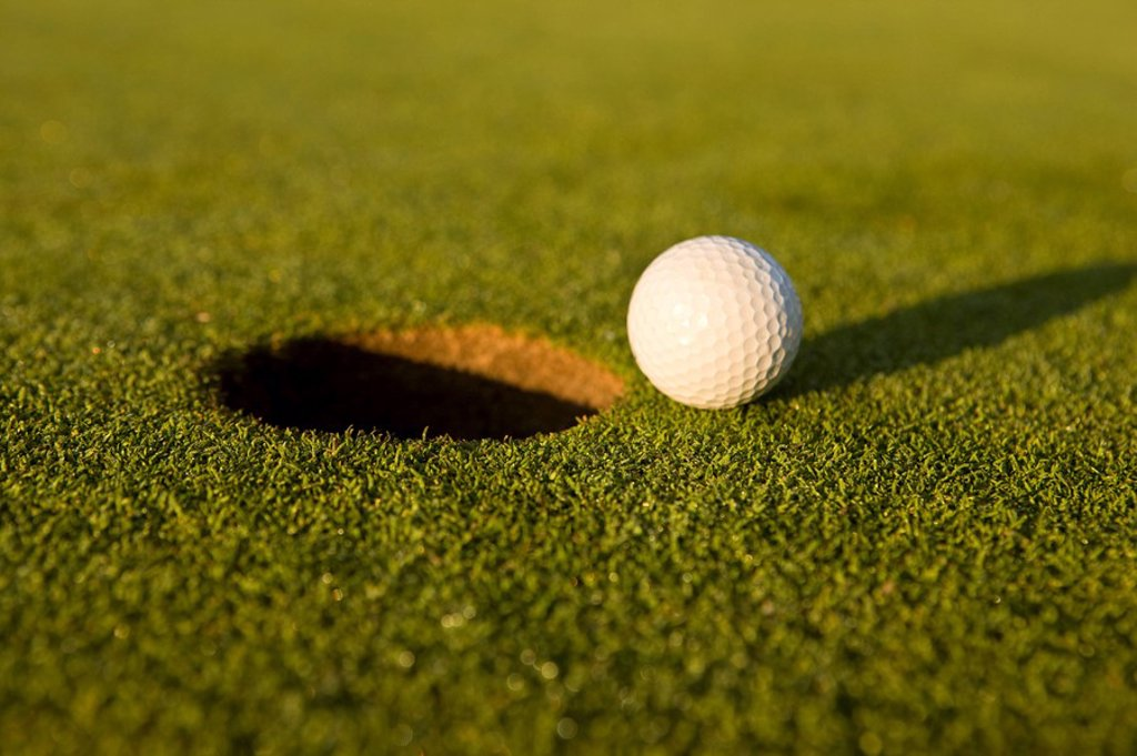 The gimme putt _ golf concepts : Stock Photo