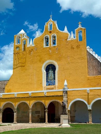 Stock Photo: 1840-19914 Yacatan, Izamal, Church and Convent