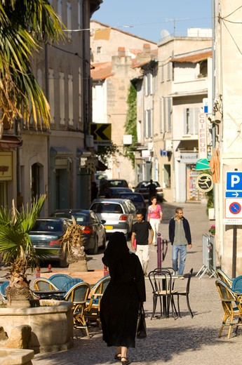 Stock Photo: 1840-21891 Provence, Tarascon, Street Scene