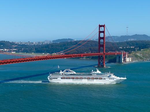 San Francisco, Golden Gate Bridge, Dawn Princess Cruise Ship : Stock Photo