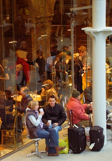 Station Cafe /  Restaurant Scene, Concourse At Eurostar St Pancras International : Stock Photo