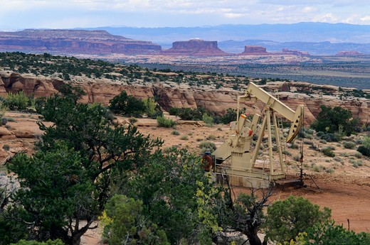 Stock Photo: 1840-29459 Oil well on Utah state land section on rim of Long Canyon less than 1/4 mile from Deadhorse Point State Park and 3 miles from Canyonlands National Park, Utah.