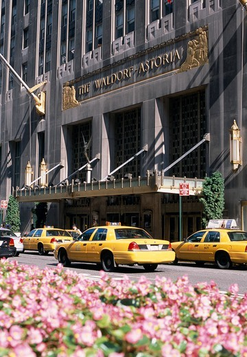 Stock Photo: 1840-39292 Waldorf Astoria Hotel Exterior & Taxis, Da