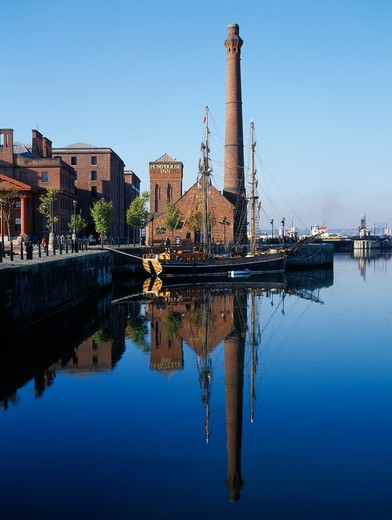 Albert Docks, with Pumphouse : Stock Photo