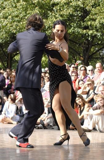 Stock Photo: 1840-5755 Tango Performance At Dance Al Fresco In Regents Park London August 2007