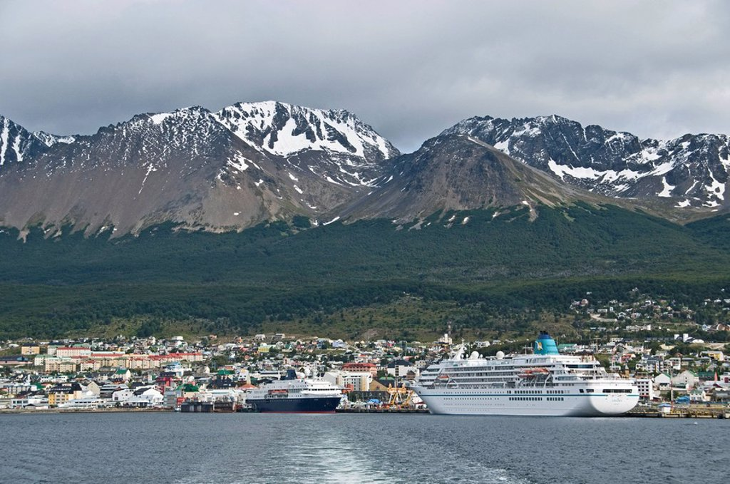 View of Ushuaia with harbor and cruise ships, Tierra del Fuego, Argentina : Stock Photo