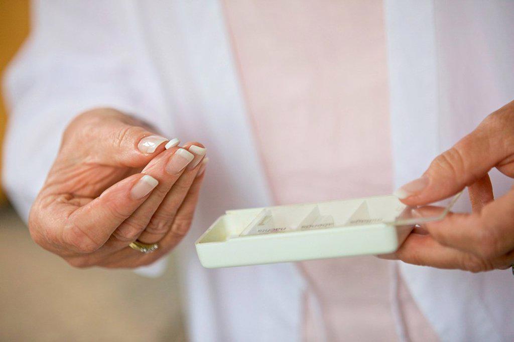 Senior woman taking pill, close_up : Stock Photo