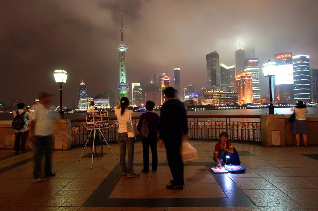 Stock Photo: 1841-11011 Tourists looking at city view, Huangpu River, Oriental Pearl Tower, Jin Mao Tower, Pudong, Shanghai, China