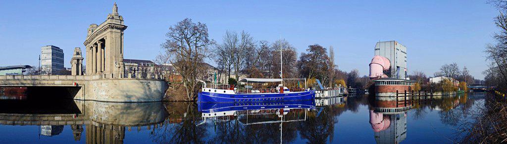 Stock Photo: 1841-116310 Charlottenburg Gate, restaurant ship Caept´n Schillow, Versuchsanstalt fŸr Wasserbau und Schiffbau der TU Berlin, Charlottenburg, Berlin, Germany, Europe