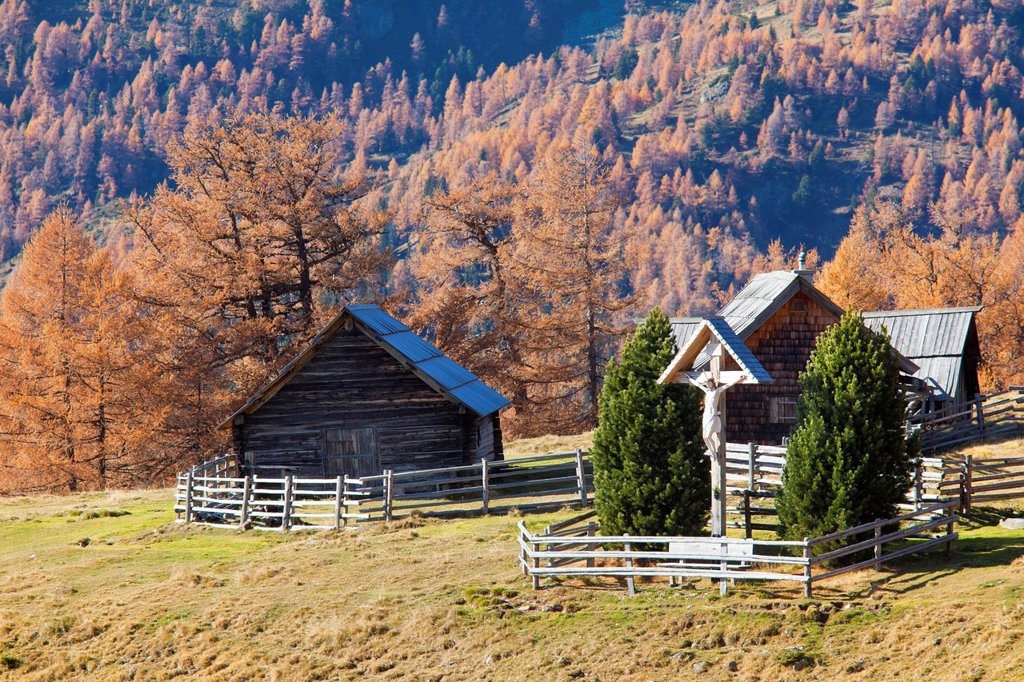 Stock Photo: 1841-120210 Mountain huts in front of the Schladming Mountains, Austria