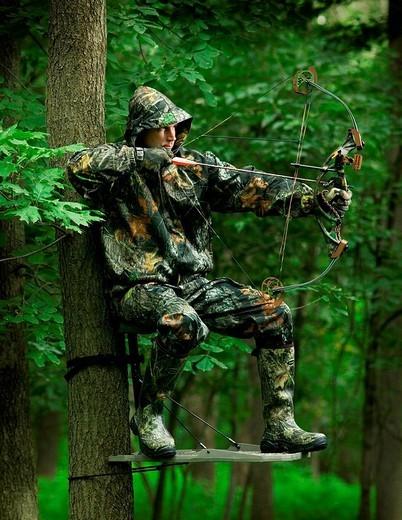 Stock Photo: 1841-12184 huunter aiming with his bow
