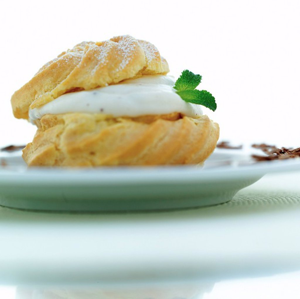 Close_up of cream puff on plate : Stock Photo