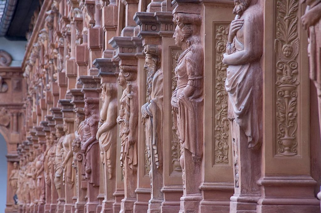 Statues on wall of castle, Schallaburg Castle, Wachau, Melk, Austria : Stock Photo