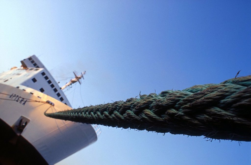 Stock Photo: 1841-14902 Low angle view of rope and ship
