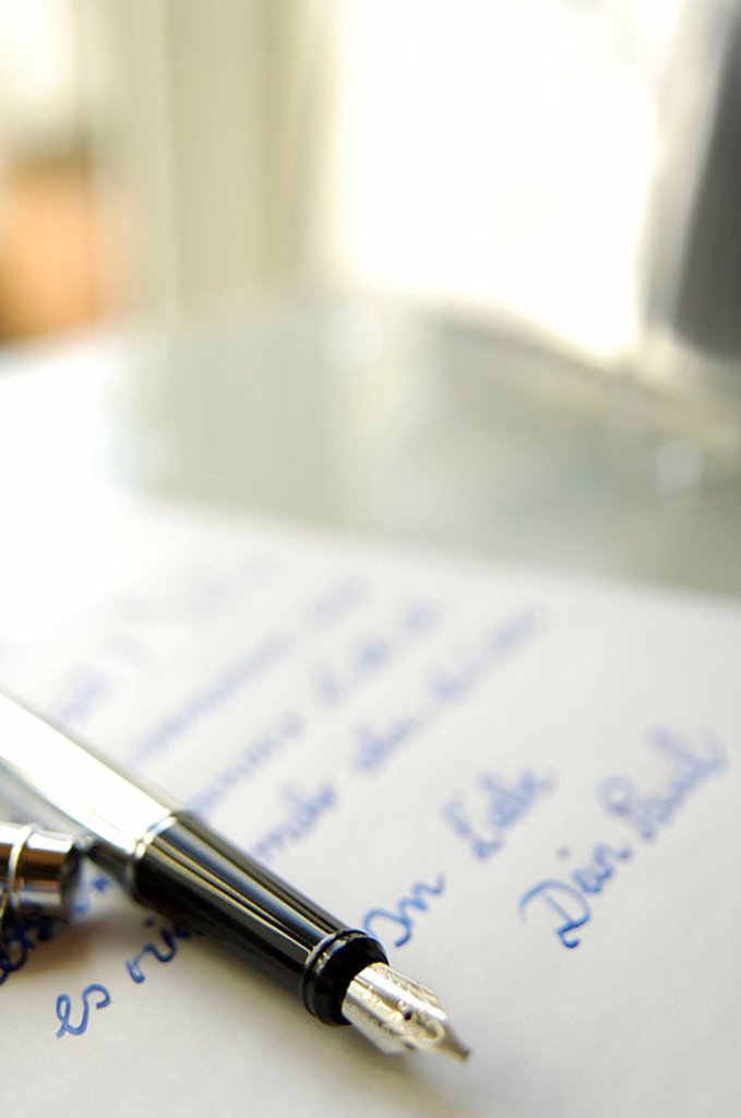 Close_up of fountain pen on love letter : Stock Photo